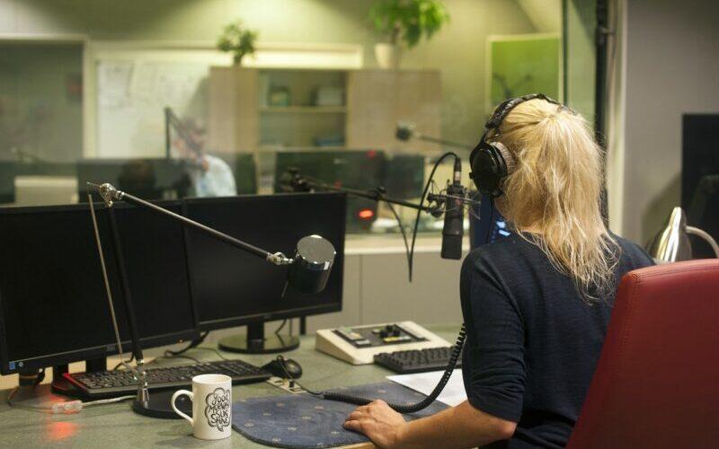 女性ラジオ